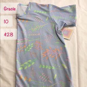 LuLa Roe Gracie shirt